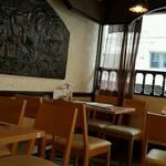 32200438 - 喫茶店の様な雰囲気の店内。
