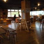 あきゅらいず 森の食堂 - 店内。かなり広いです!