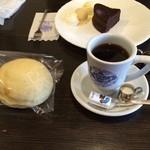 自家焙煎 花の木珈琲店 - コーヒー豆を買いがてら一服(^∇^) 私はここのブレンドが一番好み。