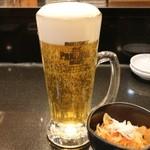 沼津魚がし鮨 - 生ビール ジョッキ 520円。お通し 200円。