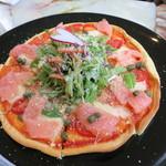 マックスアンドサンズ - 料理写真:スモークサーモンとモッツァレラチーズのピザ