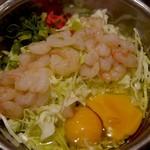 お好み焼 鉄板焼 徳川 - 調理前のお好み焼き