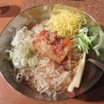 牛繁 - 盛岡冷麺レギュラーサイズ690円