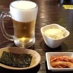 32211900 - ランチAセットのサラダ・キムチ・韓国ノリ+ランチの生ビール