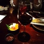 32212927 - 画像②赤ワインとお通し
