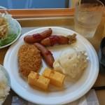 32214836 - 朝食バイキング。もうちょい早くOPENしてほしい。