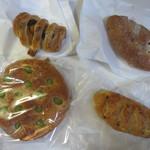 コナ・エ・ウフ - この日は4種類のパンを購入してみました。