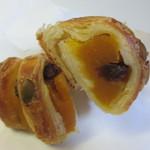 コナ・エ・ウフ - 中にカボチャの餡をたっぷり詰め込んだ甘いおやつパンです。