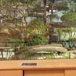 梅乃寿司 - カウンターから見える庭がめちゃくちゃ美味しい