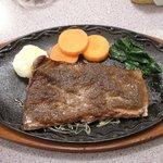 洋食屋バーニーズ - ランチの山形牛ももステーキ(980\)