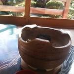 32220588 - 湯豆腐の土鍋を置く台。炭が入ってるけど火は点けない(笑)
