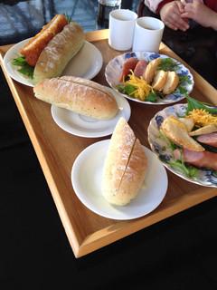 エコトコファーマーズカフェ - 左奥が海老カツドッグ、右はお子様セット×2