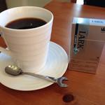 ツインズ - ライダーには大きなサイズのコーヒーを出してくれます