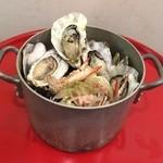 かき小屋フィーバー ザ・バル - 牡蠣が大量1kg、名物カキバケツ