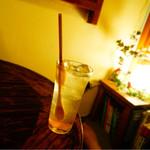 ししまる食堂 - おつかレモンサワーと座敷