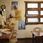 ルイズ - ほどよい自然光を採りいれた席と、エスペラント語大会のポスター