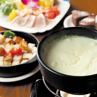 チーズフォンデュ(デザート付・お得なコースは2700円より)