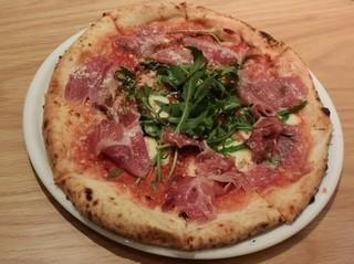 エントラータ ナビオ店 - ルッコラと生ハムのピッツァ(トマトベース)