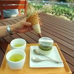32247071 - 茶畑プリン かぶせ茶   ほうじ茶 ソフトクリーム