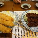 ろばた・すし ひかり - 串カツ(ソースと味噌・各350円)