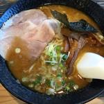 32249312 - 今日はヨシベーラーメン黒(マー油)太麺 710円 2014.11