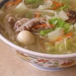 柳の下 末弘軒 - 沖縄の天然塩がスープの旨みをグレードアップ