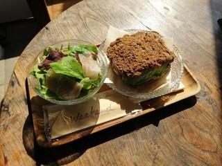 SHIROKANE   LOUNGE - チキンとアボカドのサンドイッチ+サラダ