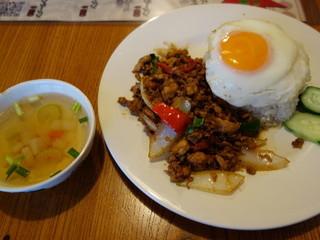 バーンチェン - 鶏バジル炒め