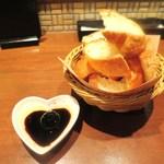 六本木 肉とワイン Uchibito - バゲット