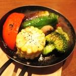 32257029 - 季節の丸ごと野菜のグリル