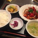 上海園 - 酢豚定食。アツアツでした