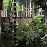 山荘無量塔 - 庭