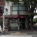 シェ・リュイ - アドレス側から見たお店の外観