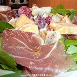 Forbidden Fruit - 生ハムと季節のフルーツサラダ