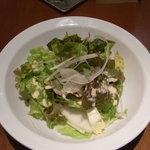 お野菜ダイニング ここから - 大皿に入ったサラダ