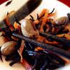 まるきん食堂 - 料理写真:小鉢は枝豆の入ったひじき