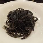 ラ・テンダ・ロッサ - イカスミスパゲッティ黒胡椒風味