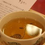 さるや - こっちはほうじ茶
