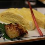 貴久政 - 焼きたてのだし巻きに銀ダラの西京味噌付け。ふっくら銀ダラに、これまたふっくらだし巻き。京都の味ですね。