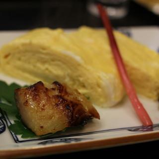 貴久政 - 料理写真:焼きたてのだし巻きに銀ダラの西京味噌付け。ふっくら銀ダラに、これまたふっくらだし巻き。京都の味ですね。