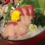 三代目網元 魚鮮水産 - 鰤の刺身