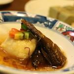 柿の葉ずし 平宗 - 煮物をお願いしたら・・・ 鮎と饅頭