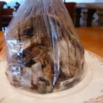 しあわせマルシェ - 自家製酵母ドライフルーツとナッツのパン 480円