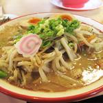 麺堂 香 高城店 - ミーハーでアウェイな私は、もちろん店主オススメの名物「野菜ラーメン」です。                             野菜ラーメン700円。