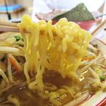 麺堂 香 高城店 - 濃厚スープに負けない中太ちぢれ麺。