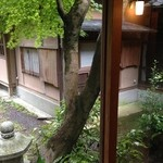 山荘無量塔 - 中庭