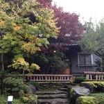 山荘無量塔 - 木立に囲まれた宿泊棟「昭和の別荘」