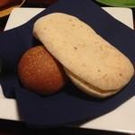 山荘無量塔 - パヌッツオ(イタリアの平たいパン)ともう一つのパン