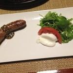 山荘無量塔 - 湯布院産の粗挽きソーセージとチーズ・野菜