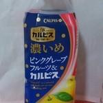 ファミリーマート - 料理写真:「濃いめピンクグレープフルーツ&カルピス」(\163)